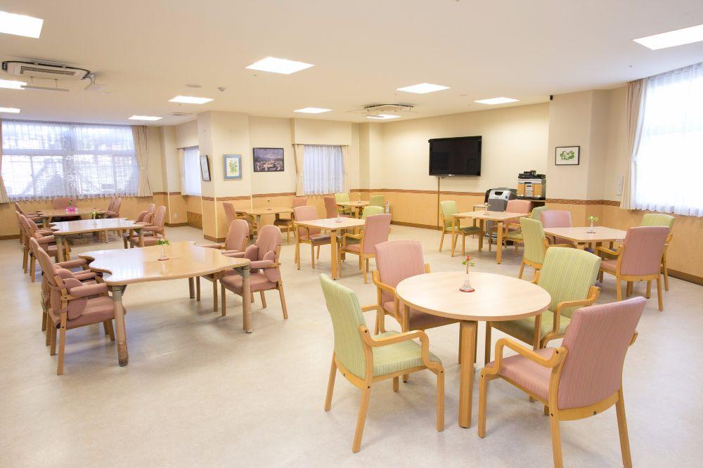 シルバーシティ聖蹟桜ヶ丘食堂兼用のラウンジ