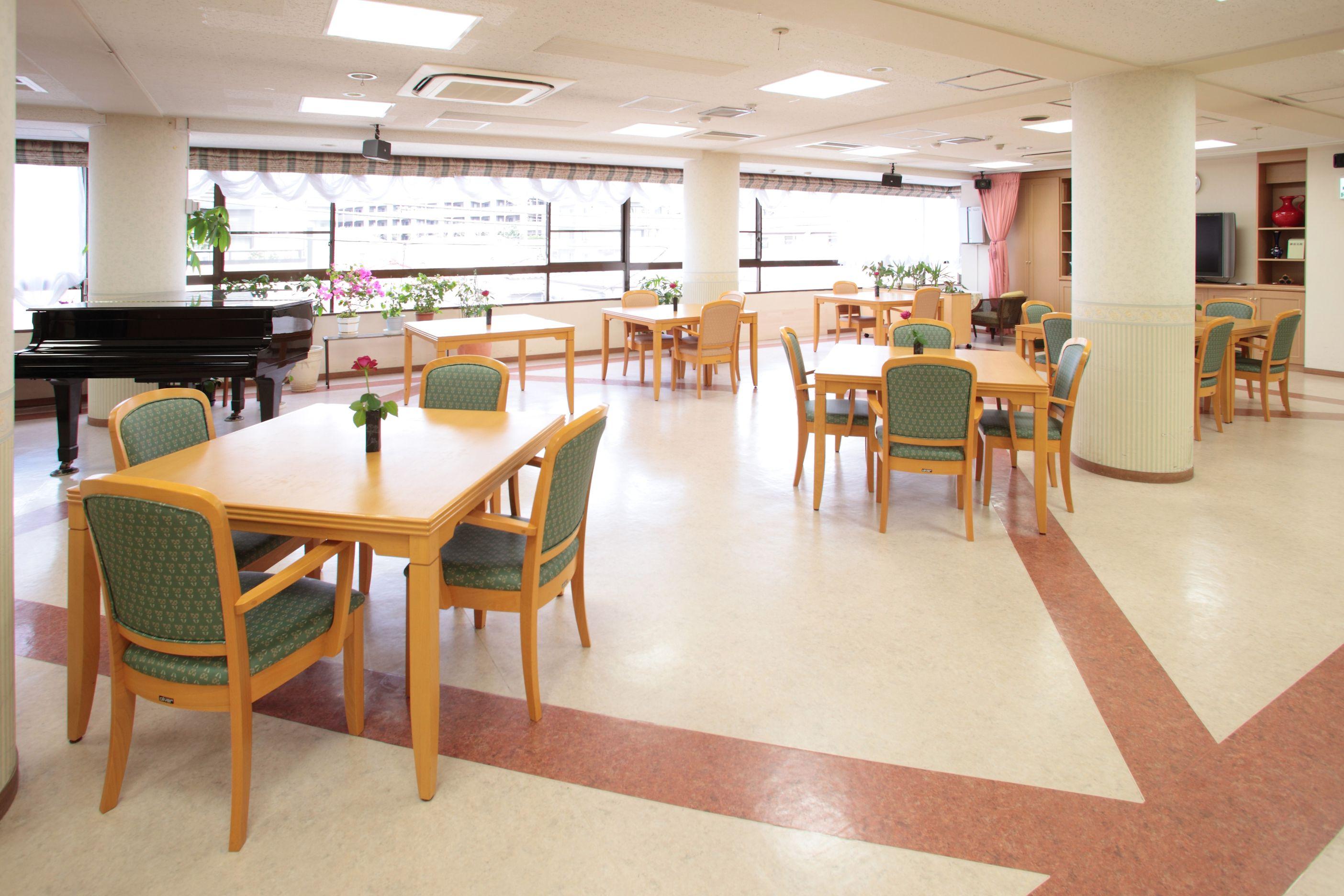 食堂兼用のラウンジ