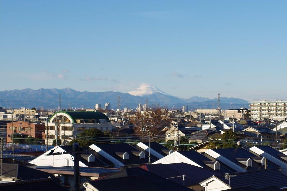 晴れた日にはラウンジから富士山が見えます
