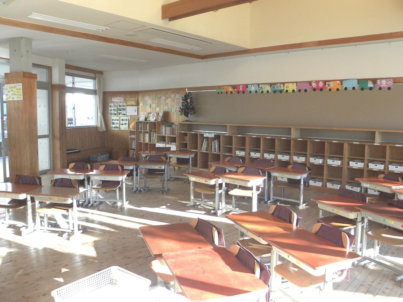 木のぬくもりを感じる教室