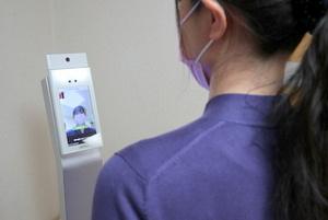 非接触型検温タブレットによる検温