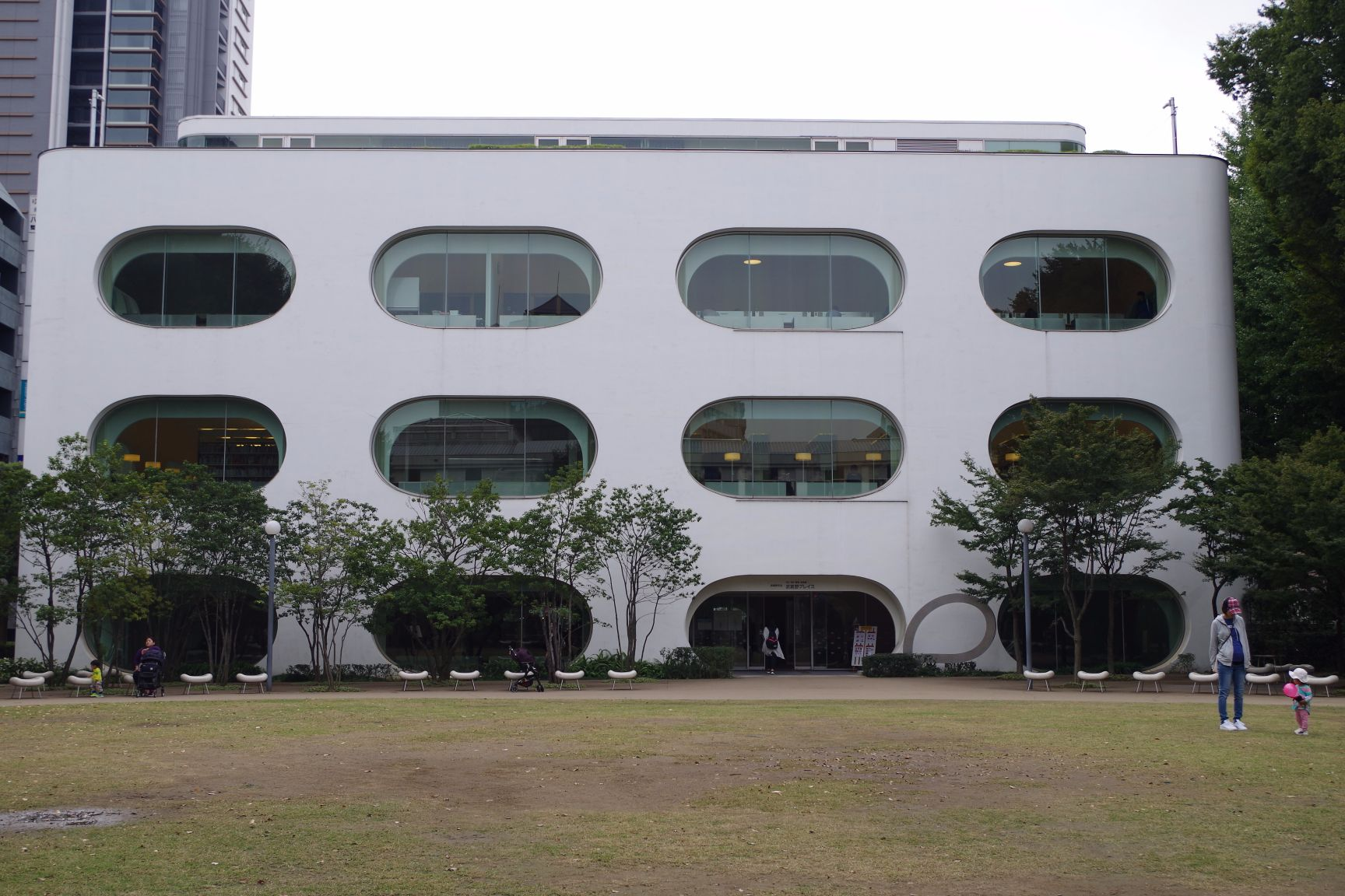 周辺施設:武蔵野プレイス(図書館)